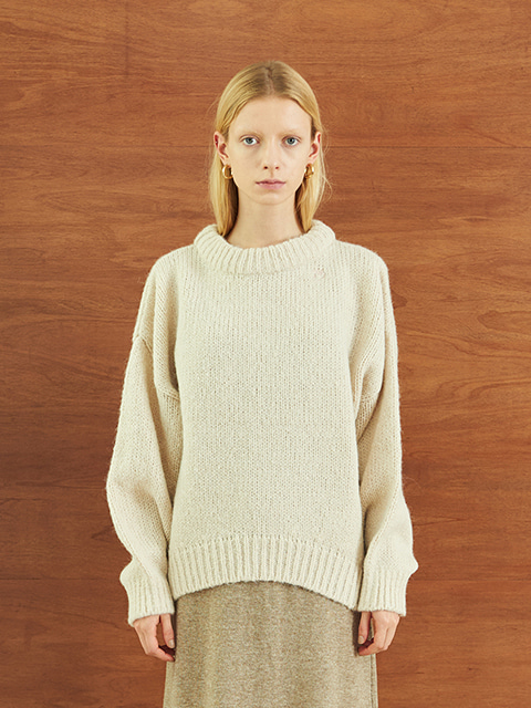 HEAVY ROUND LONG SLEEVE KNIT (WHITE)