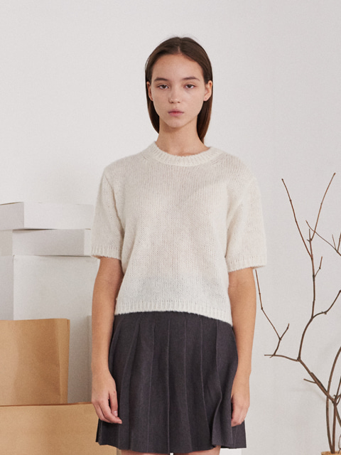 ROUND NECK KNIT SWEATER (WHITE)