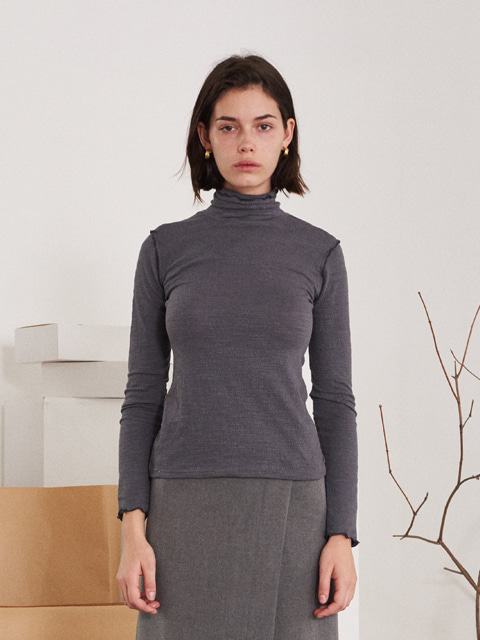 CONTRAST RUFFLED TRIMMING EDGE TURTLENECK T-SHIRT (GRAY)