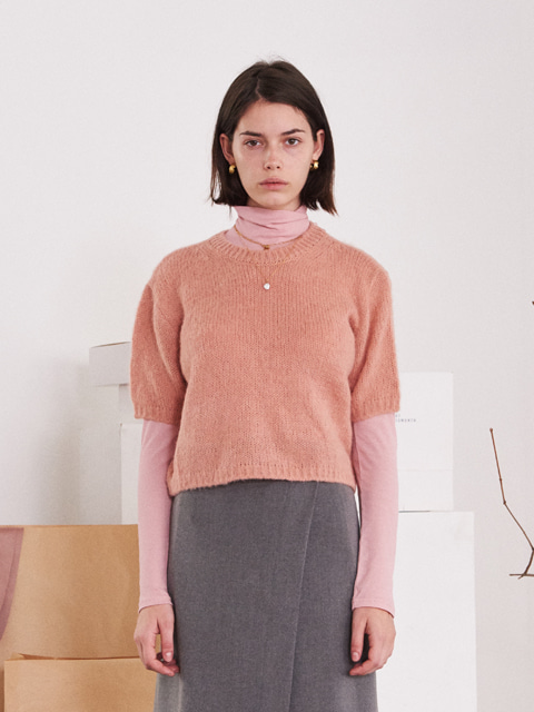 ROUND NECK KNIT SWEATER (PINK)