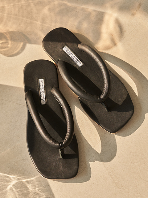 [VERONICA X TMO] SOFT TUBE SANDAL (BLACK)