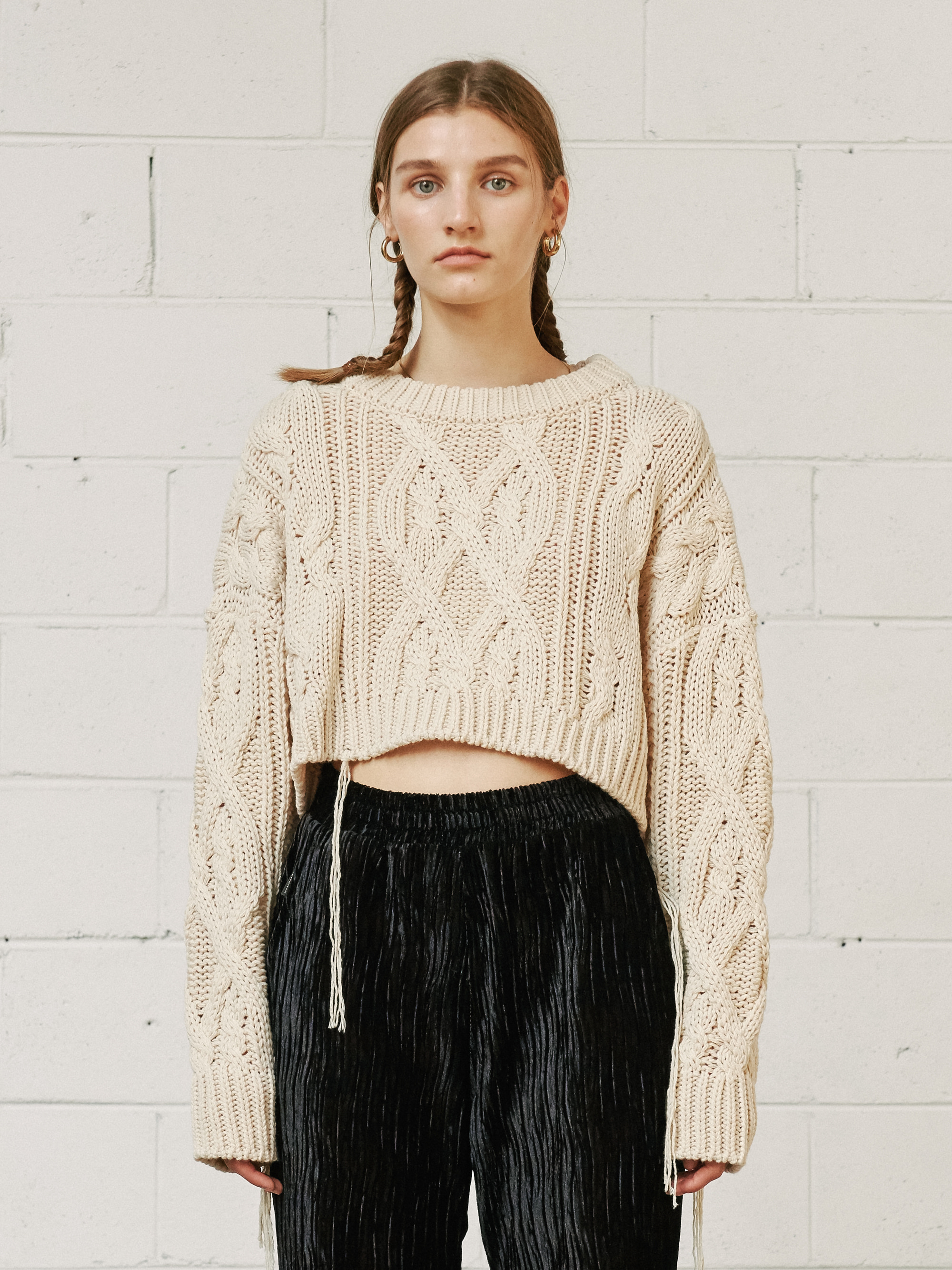 CABLE KNIT CROP SWEATER (BEIGE)