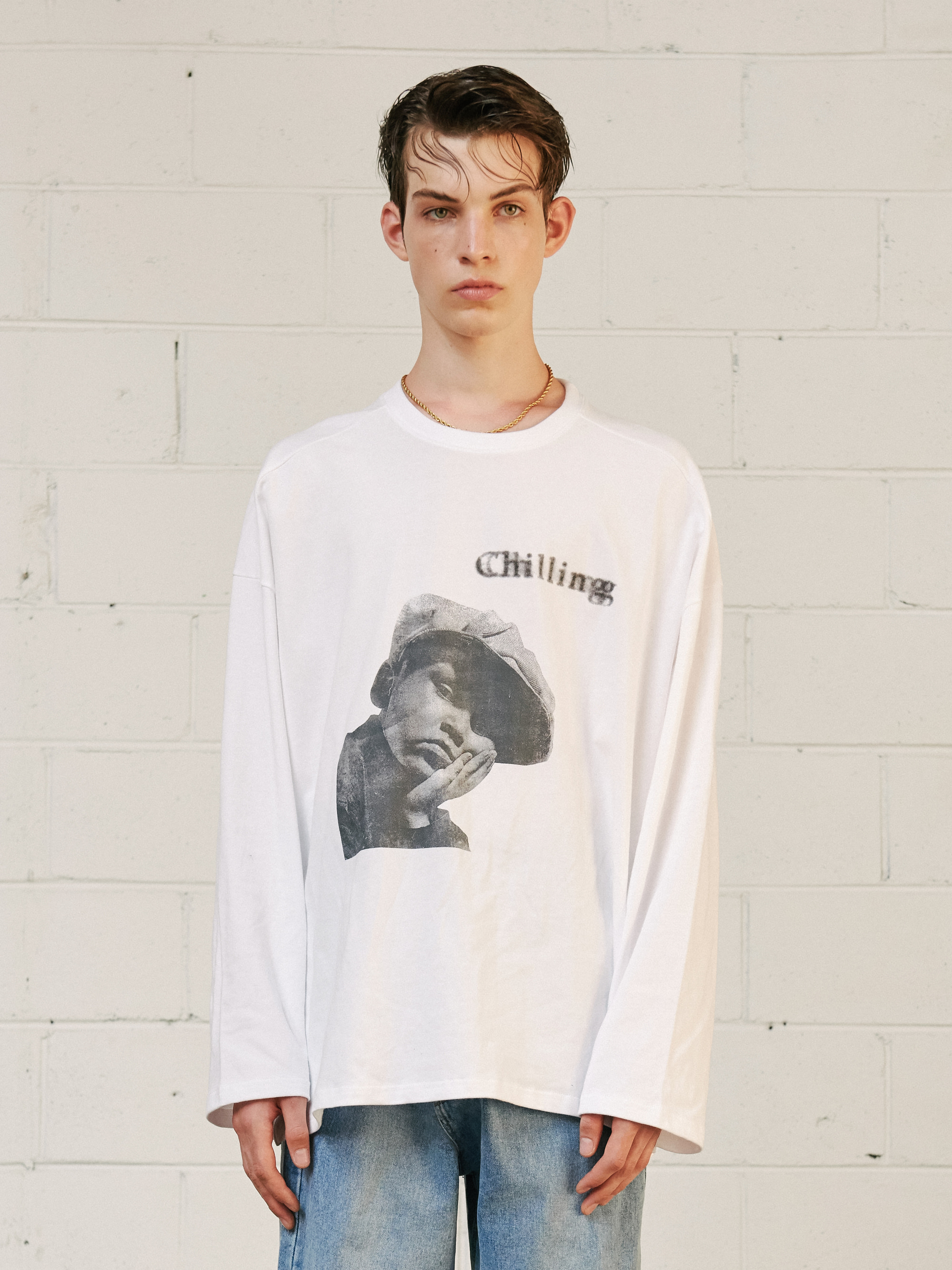 V1 CHILLING LONG SLEEVE T-SHIRT (WHITE)