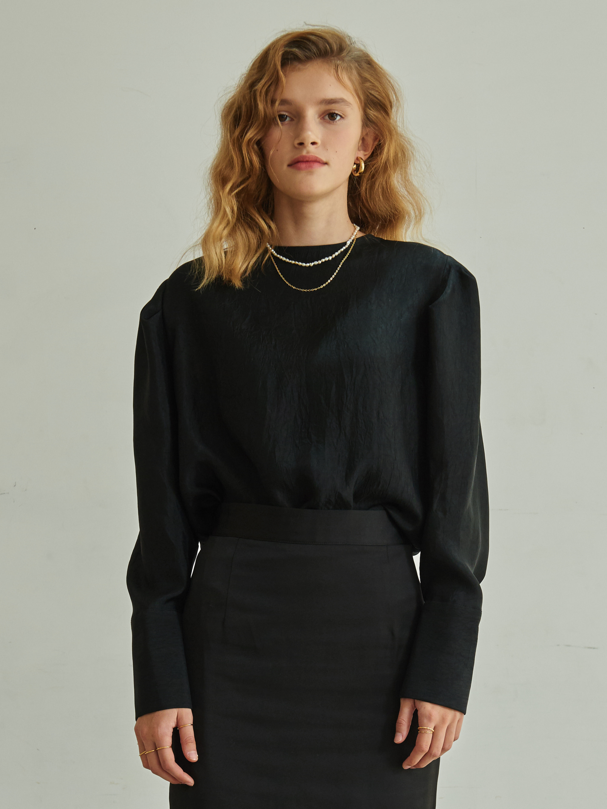 WIDE CUFF BLOUSE (BLACK)