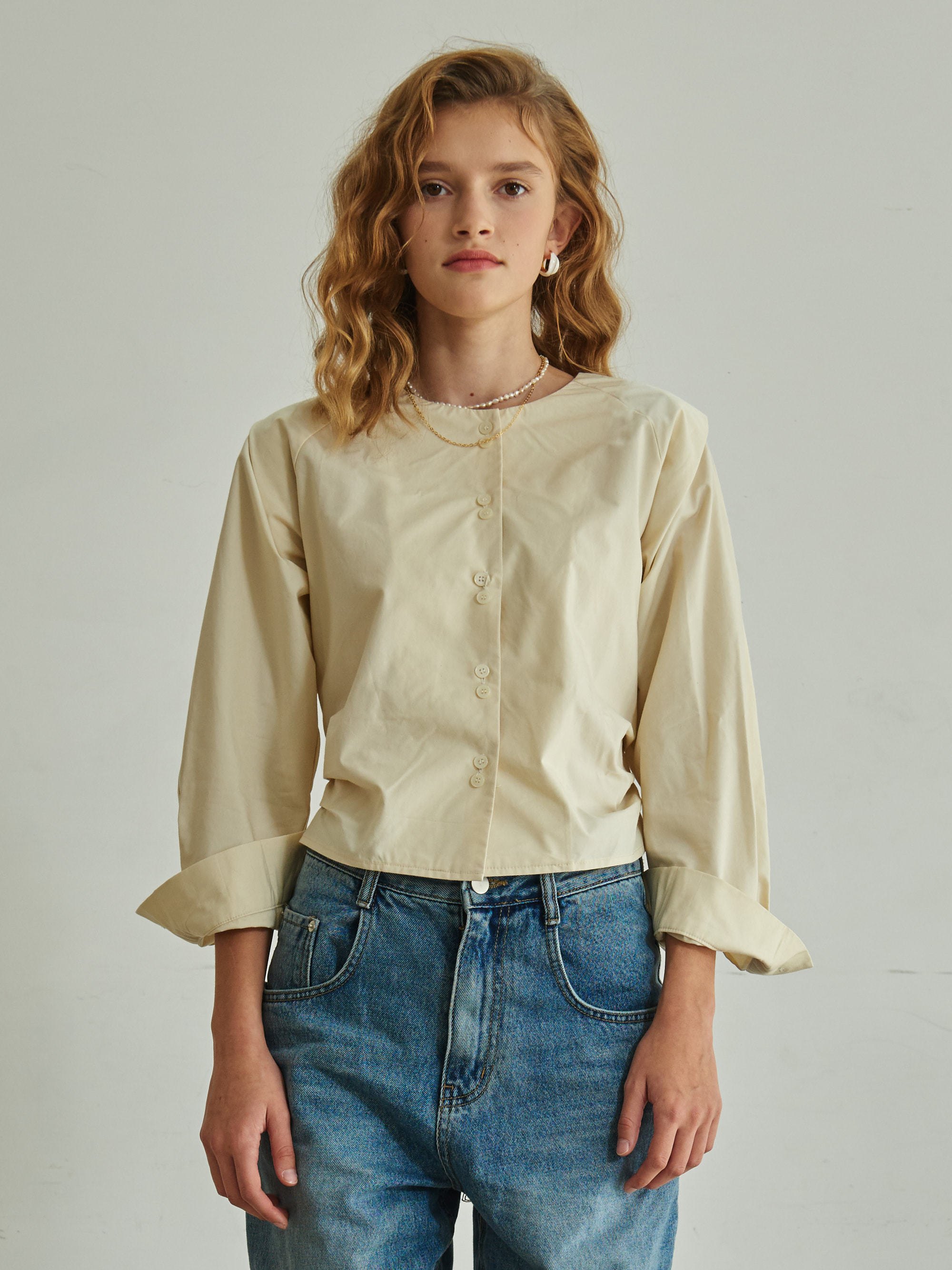 COLLARLESS BANDING BLOUSE (BEIGE)