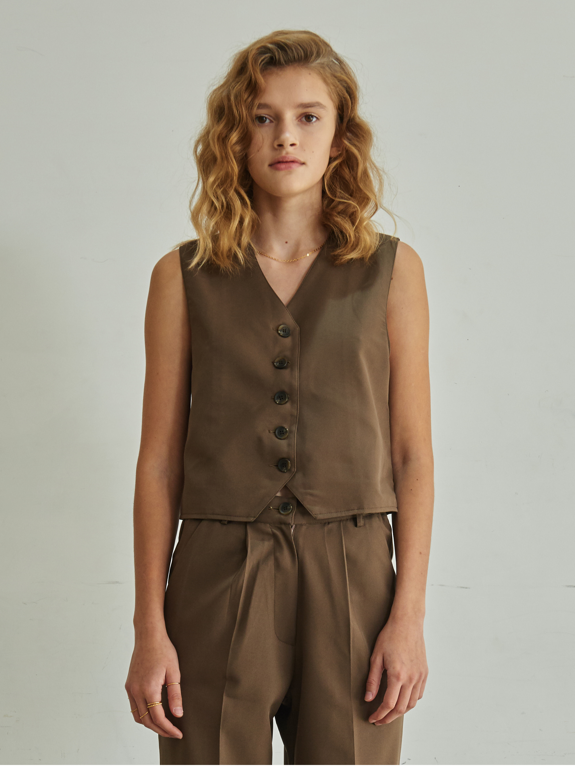 V-NECK BUTTON VEST (BROWN)