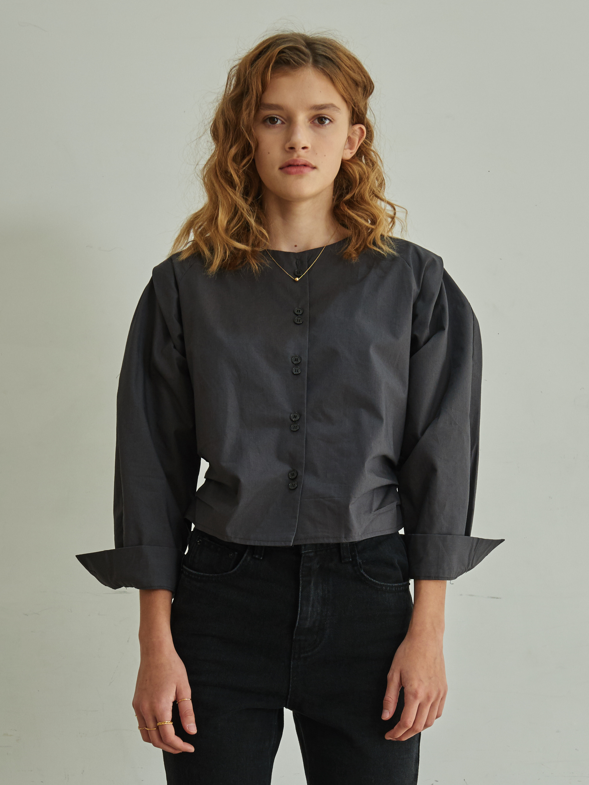 COLLARLESS BANDING BLOUSE (CHARCOAL)