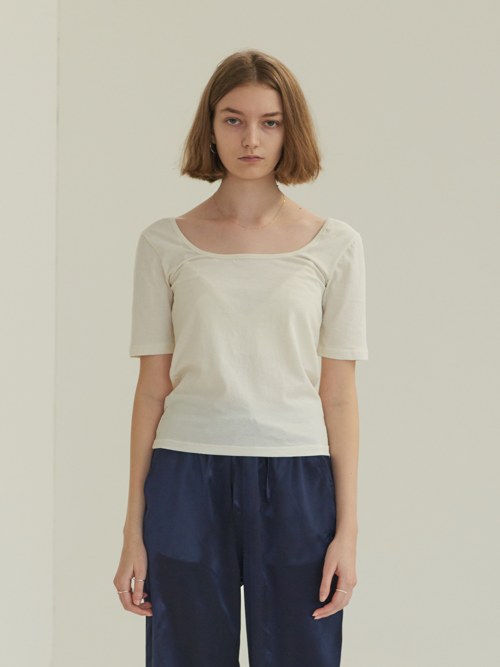 SQUARE NECK SHORT SLEEVE T-SHIRT (WHITE)
