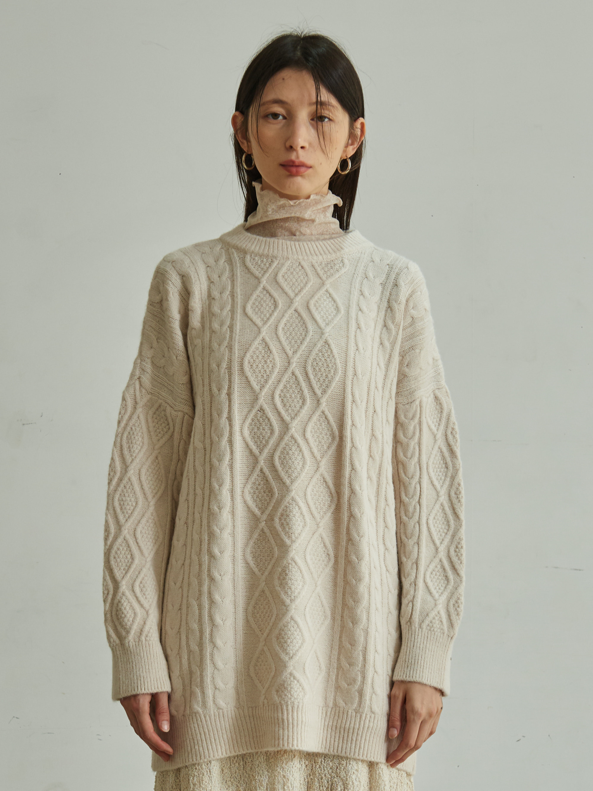 CABLE KNIT LONG SWEATER (IVORY)