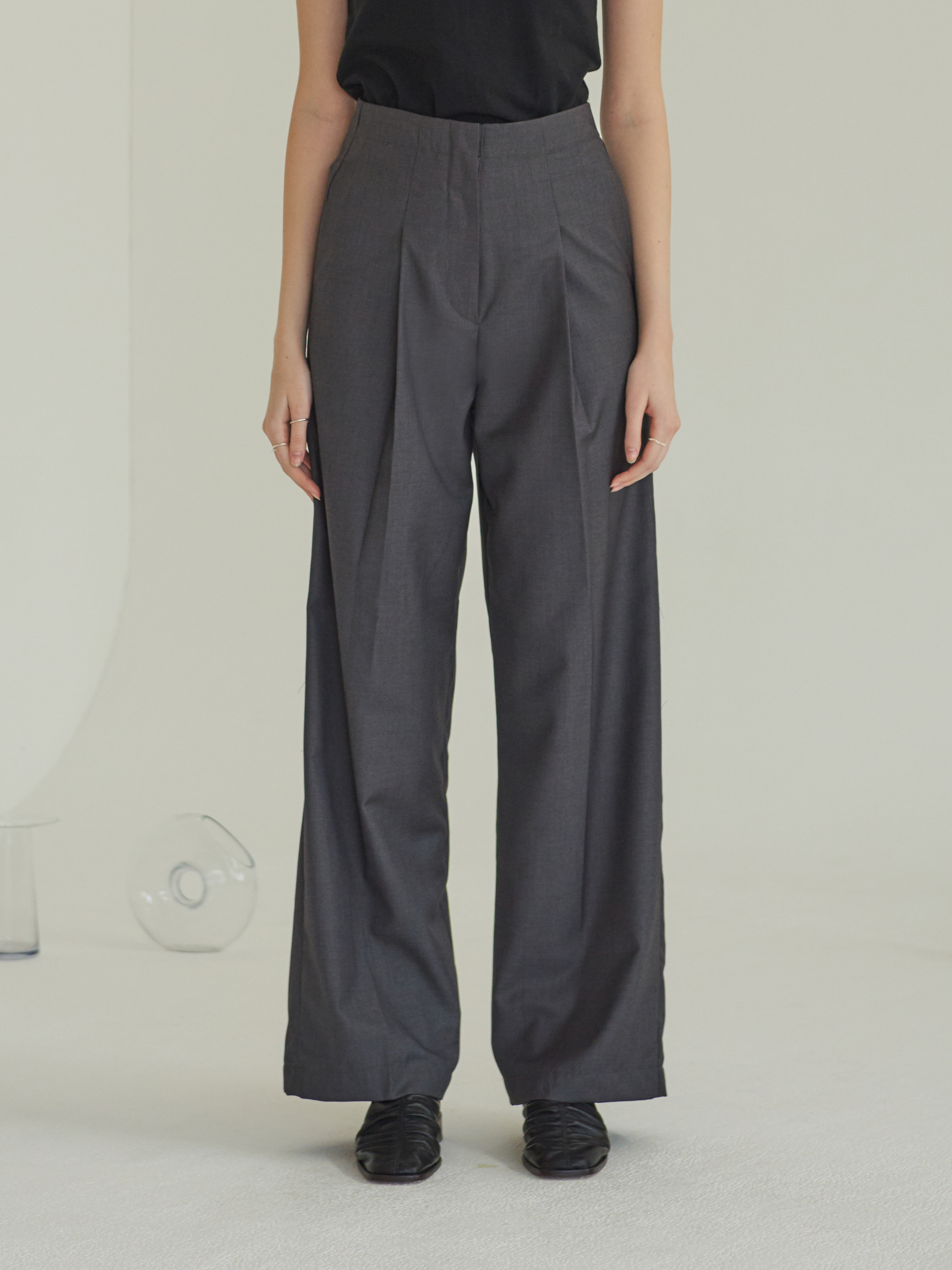 ONE TUCK WIDE PANTS (CHARCOAL)