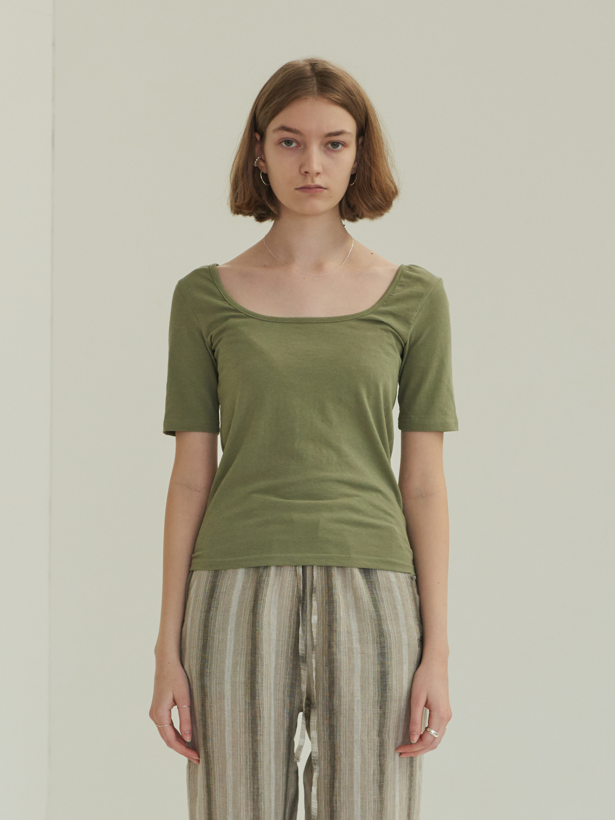 SQUARE NECK SHORT SLEEVE T-SHIRT (KHAKI)