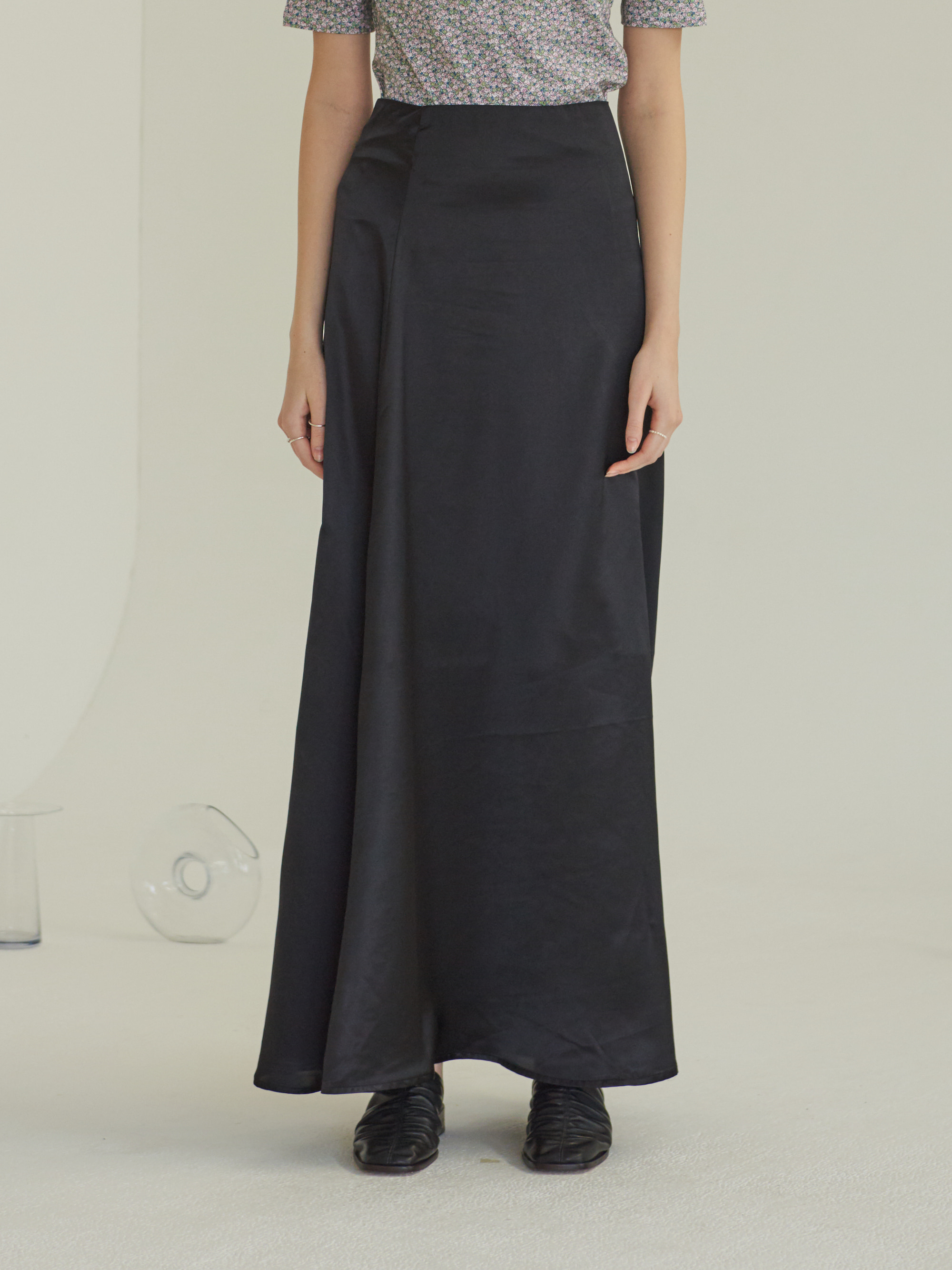 SATIN LONG SKIRT (BLACK)