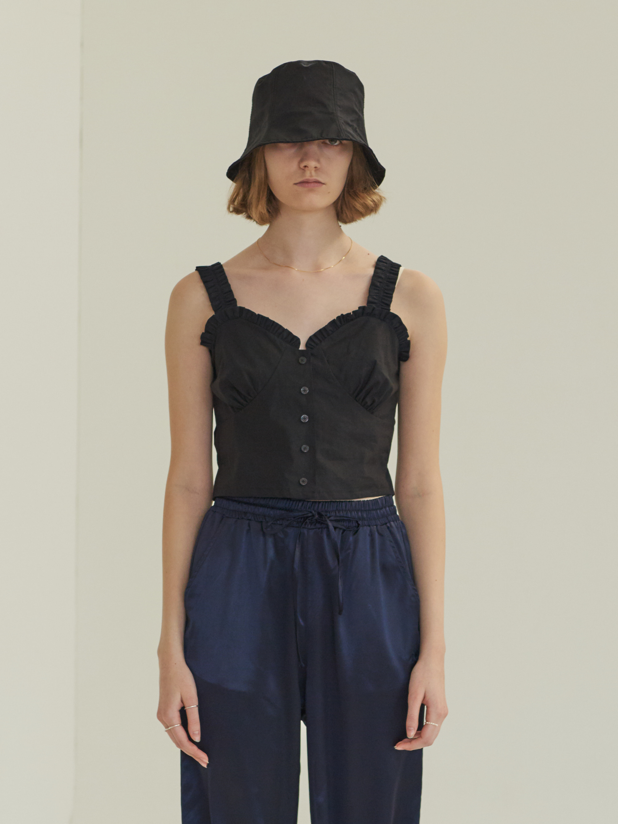 FRONT BUTTON SLEEVELESS BLOUSE (BLACK)