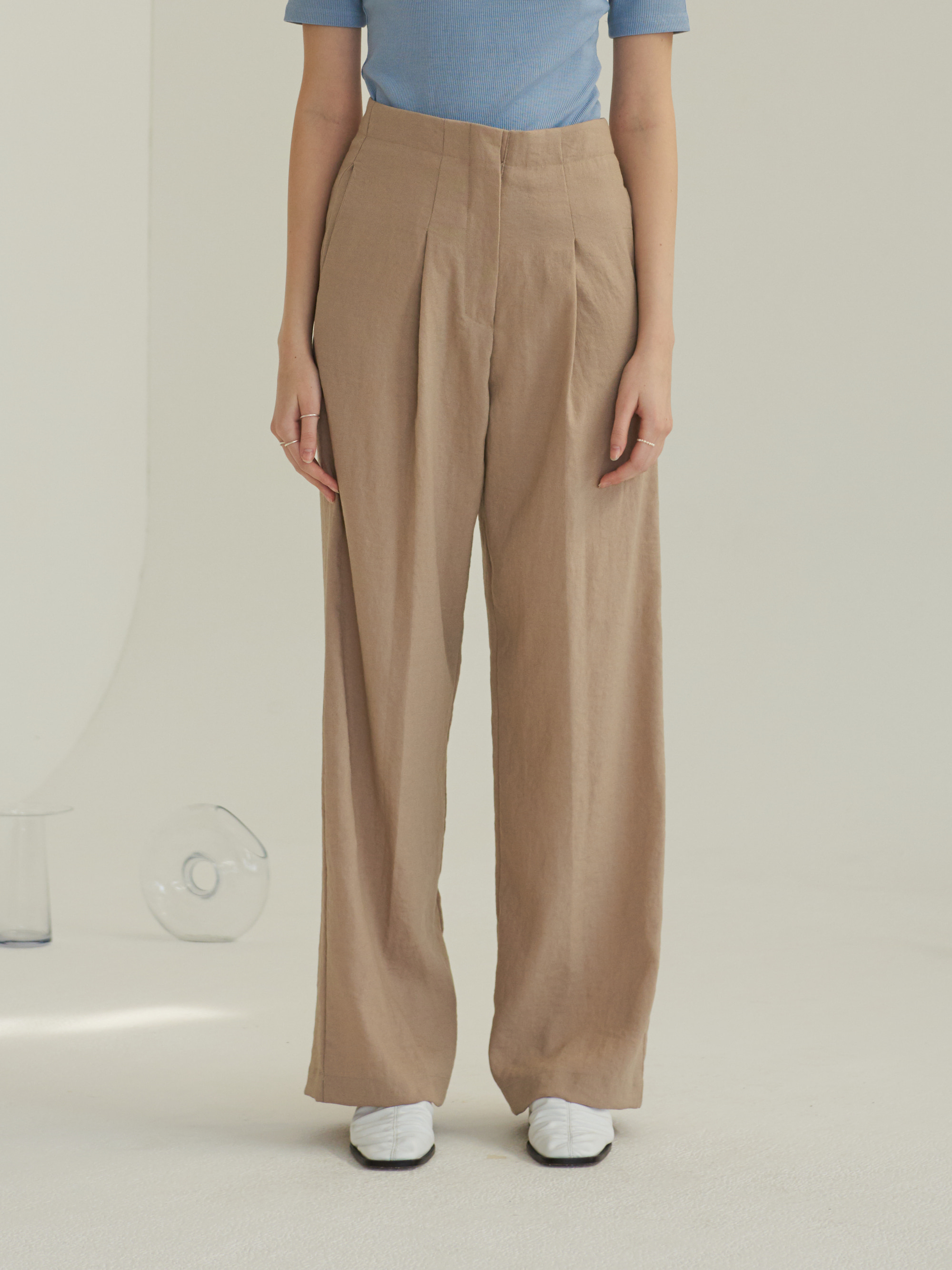 ONE TUCK WIDE PANTS (BEIGE)