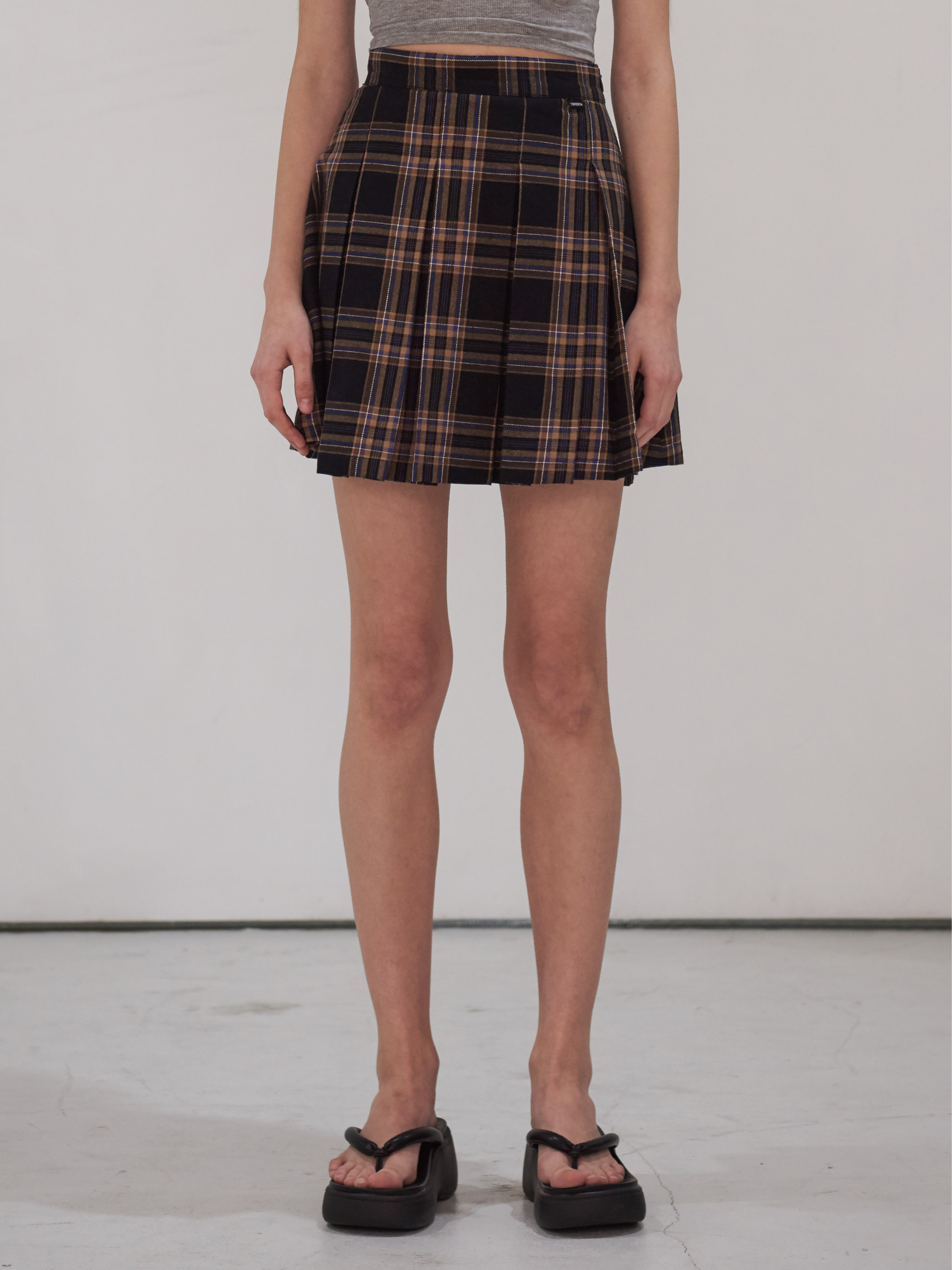 CASUAL PLEATED MINI SKIRT (BROWN)