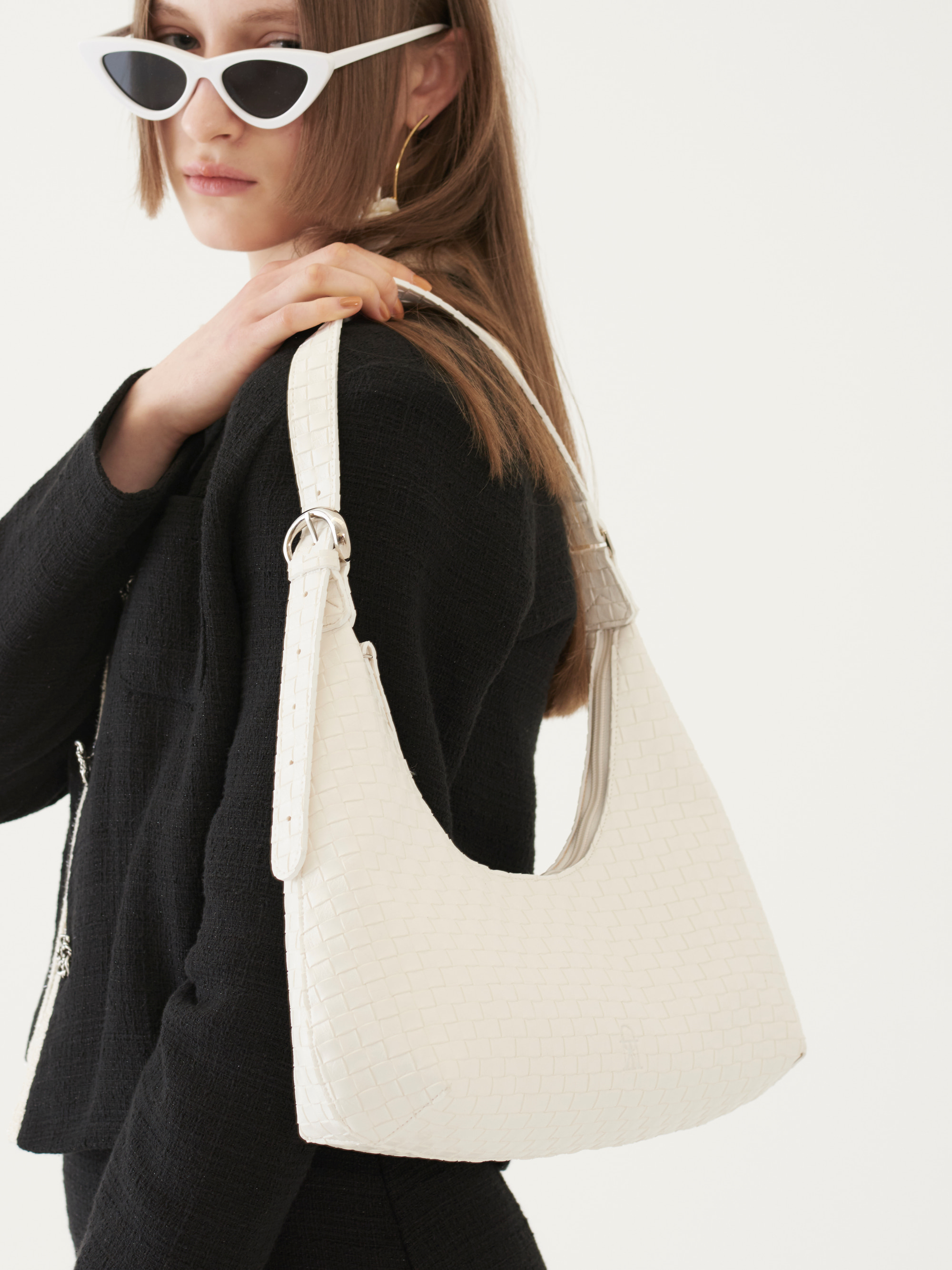 [Ship Date: 5/7] CURVED SHAPE BAG (IVORY)