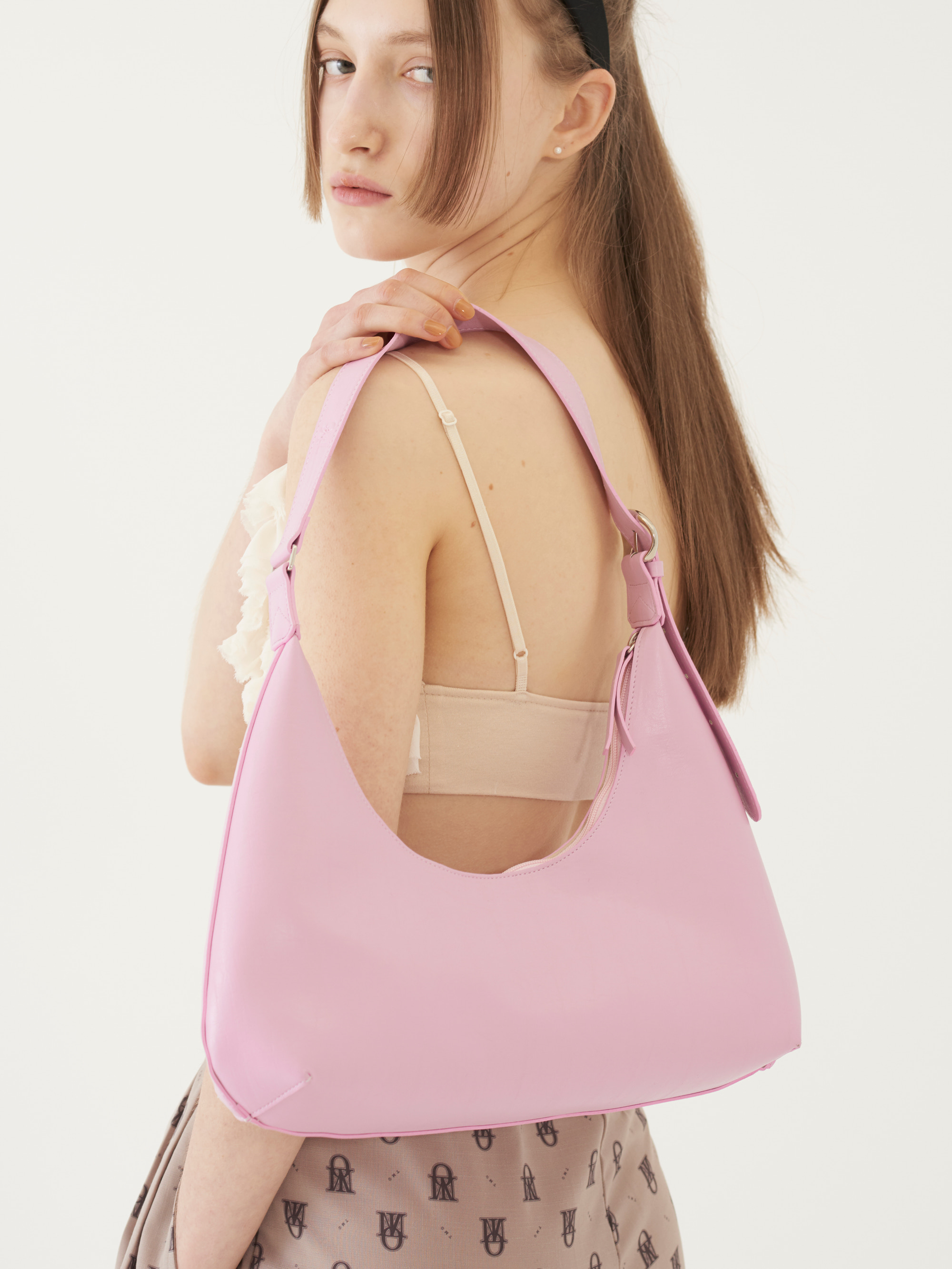 [Ship Date: 5/7] CURVED SHAPE BAG (PINK)